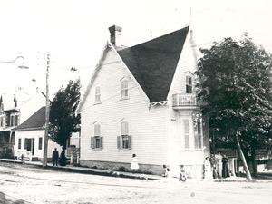 The Desjardins family residence in 1906